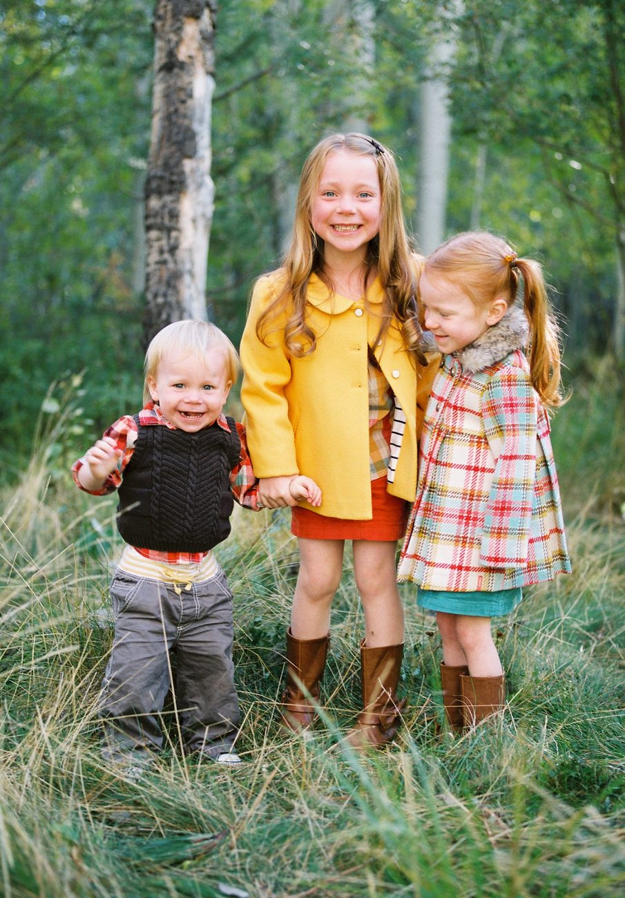 Siblings pose for holiday photo in Bend Oregon