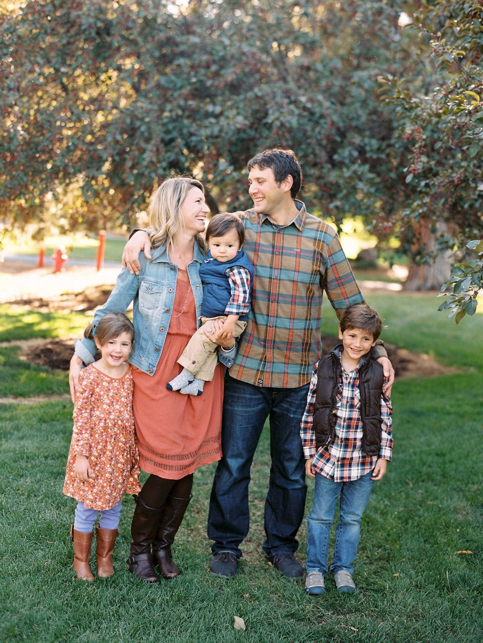 Fall family photo in Bend Oregon by Marina Koslow