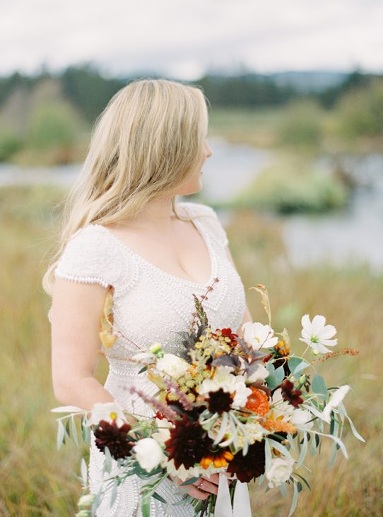 bride with bouquet of fall colored flowers