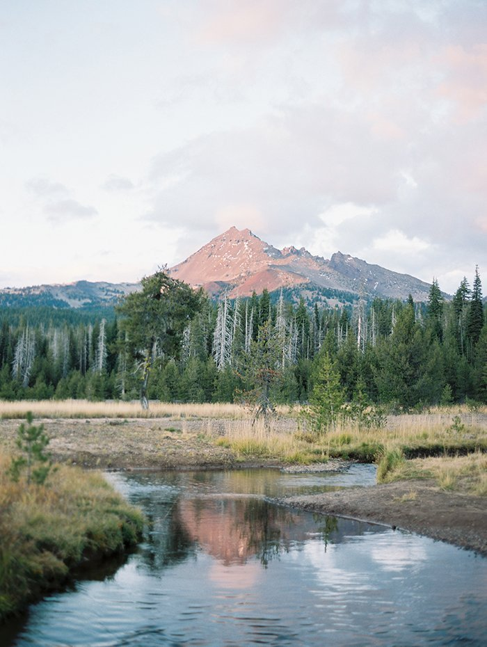 Sparks Lake meadow is a great elopement destination in Central Oregon.